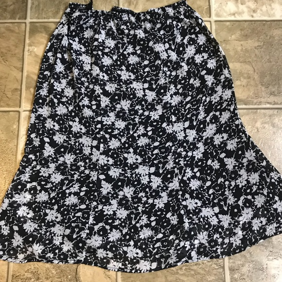 Dresses & Skirts - Petite Small Black and White Floral Skirt